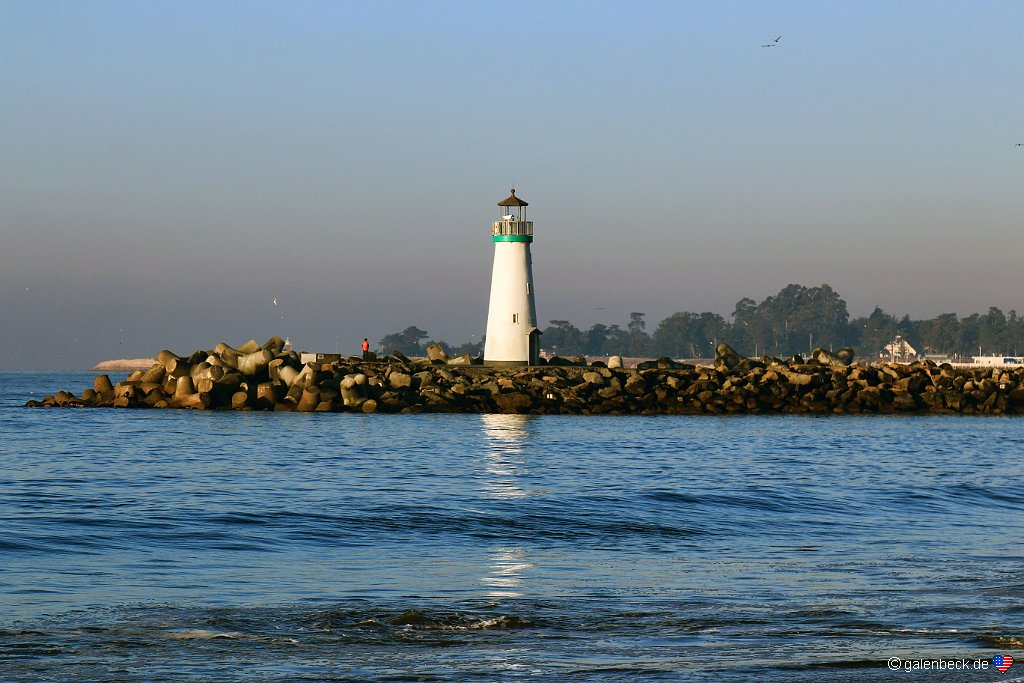 Santa Cruz Breakwater Lighthouse
