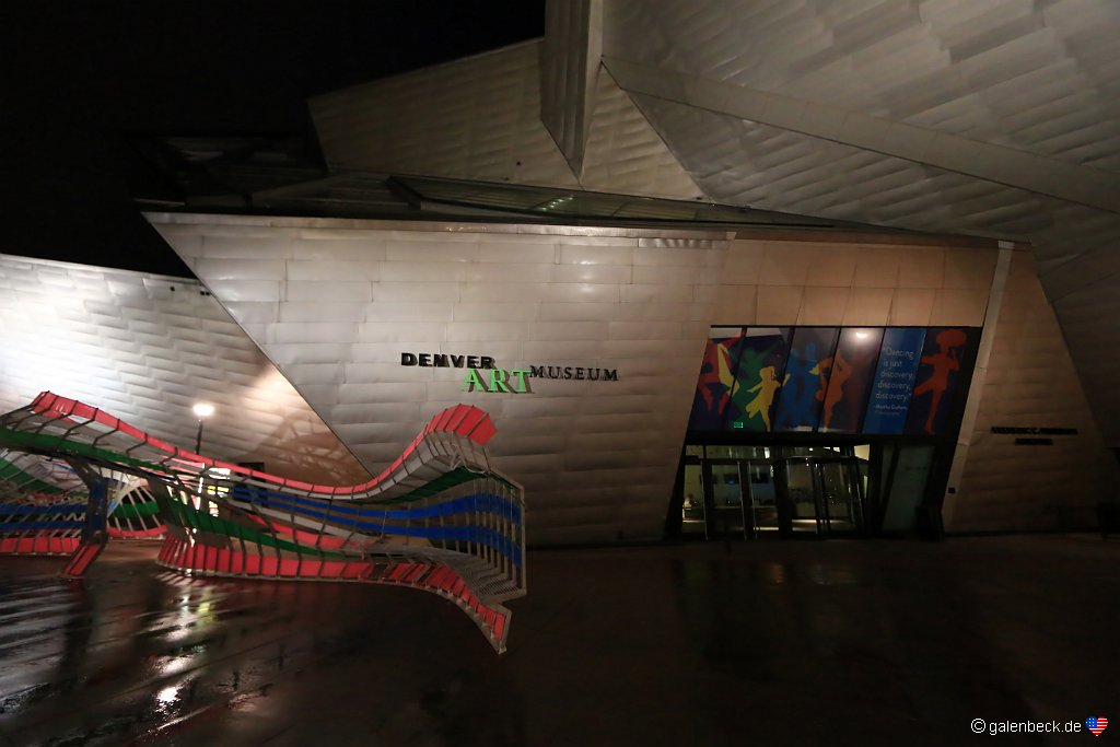 Denver Art Museum am Abend